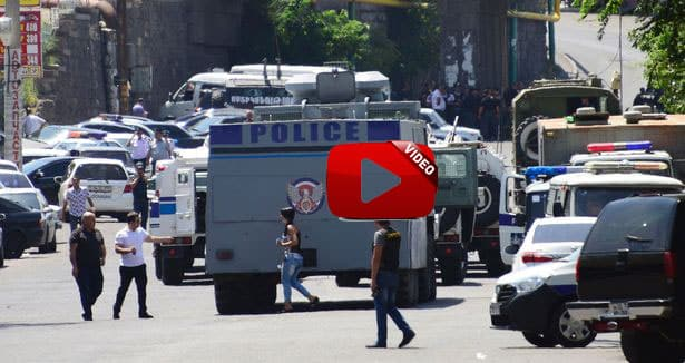 Armenian-police-officers-block-the-stree
